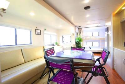 南通开沙岛途居房车露营地有麻将桌么?